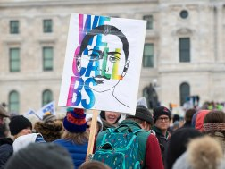800px-Emma_Gonzalez_imagery_at_Minnesota_March_for_Our_Lives